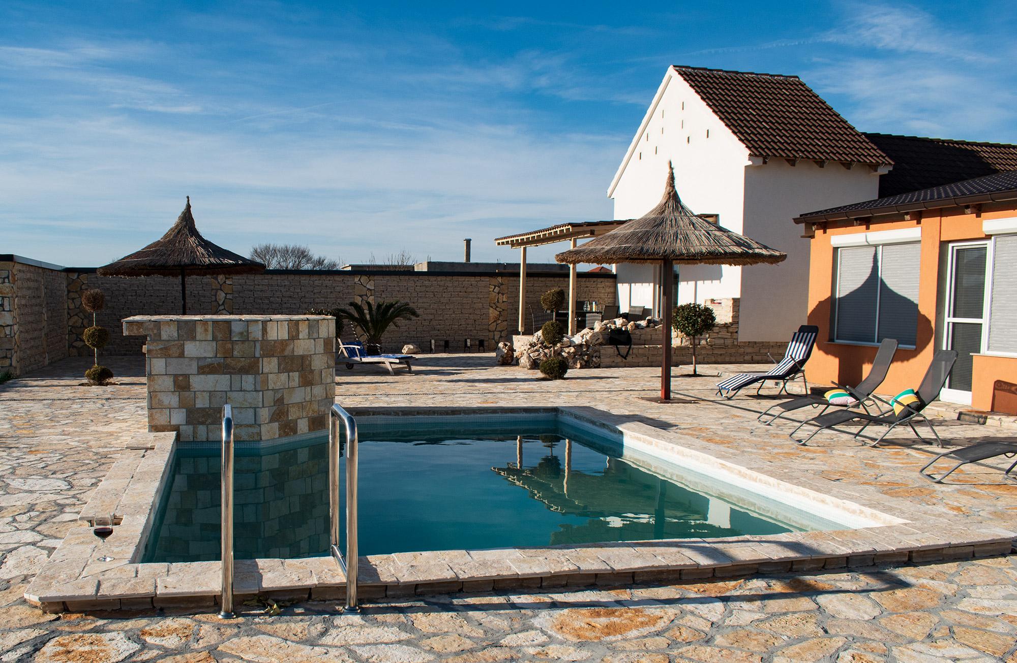 AP Villa Pristeg - Pool and back