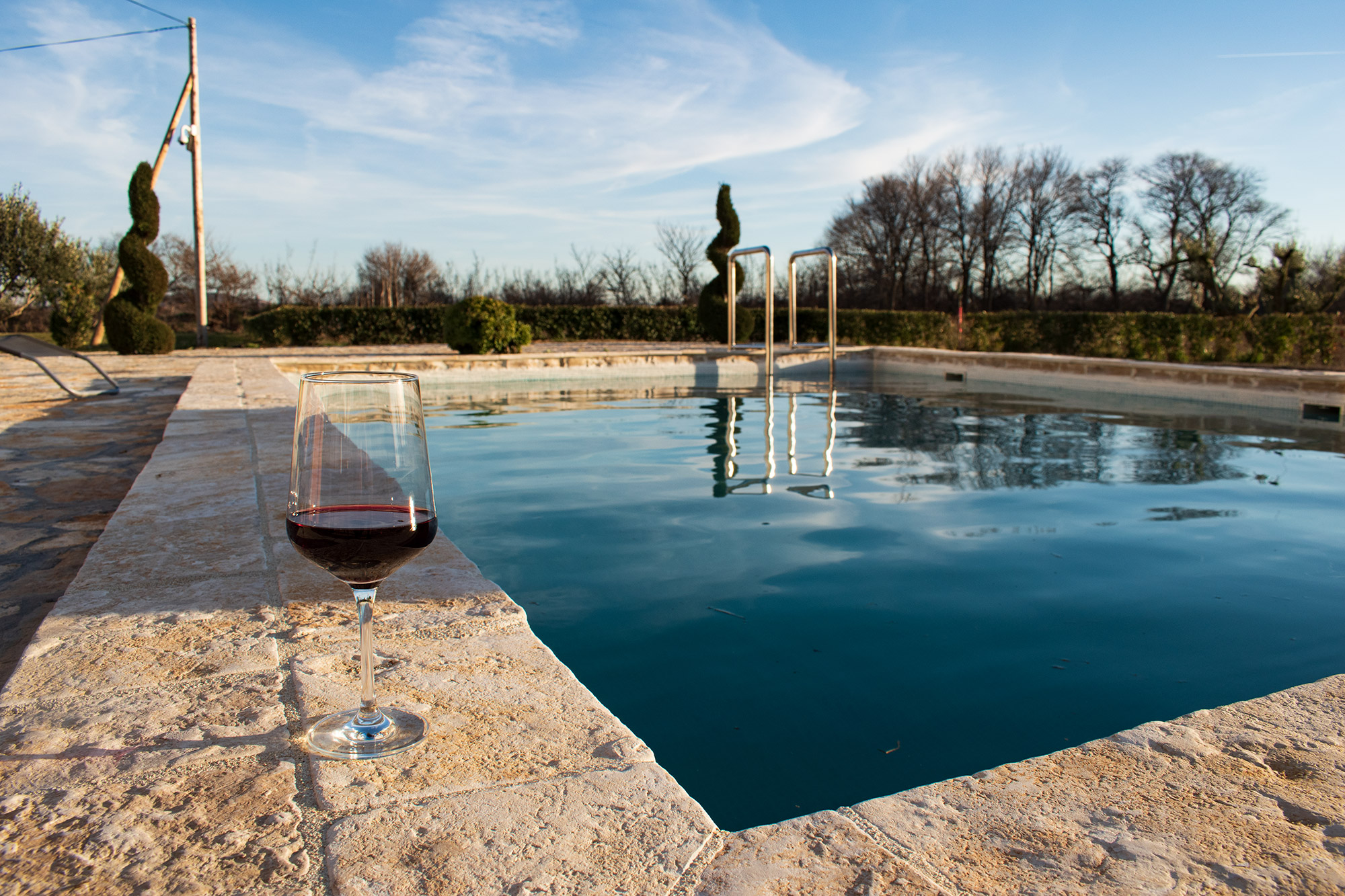 AP Villa Pristeg - Pool and red wine